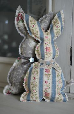 An adorable bunny with a lavender and wheat mix tummy. Bunnies make a wonderful nursery decoration or look just as cute on a shelf in a room of your choice.These bunnies are made with beautiful. Spring Projects, Easter Projects, Spring Crafts, Bunny Crafts, Easter Crafts, Easy Diy Crafts, Diy Arts And Crafts, Easter Art, Easter Bunny