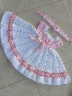 Crochet Reversible Beanie In Two Colors Crochet Baby Dress Pattern, Baby Girl Crochet, Crochet Baby Clothes, Baby Knitting Patterns, Crochet For Kids, Baby Patterns, Crochet Doll Dress, Knit Crochet, Crochet Patterns