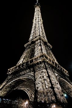 Eiffel Tower Lights at night in Paris, France Eiffel Tower Lights, Eiffel Tower At Night, Eiffel Towers, Oh Paris, I Love Paris, Paris At Night, Torre Eiffel Paris, Paris Eiffel Tower, Paris Wallpaper