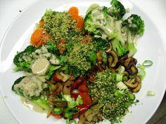 Verschiedene Gemüse mit Kräuter-Nuss-Kruste