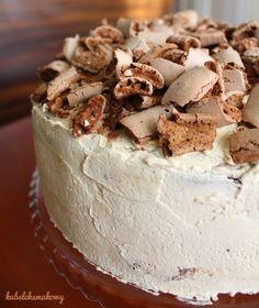 """Tort """"Pijana Śliwka"""" z masą kawową, macerowanymi śliwkami i bezą #kubeleksmakowy #torty #tort #ciasto #deser #nutella #cake #dessert #coffetime"""
