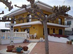 Chalet independiente con piscina Ofrece tus servicios gratis en #Tarragona #España #segundamano #publi #negocios
