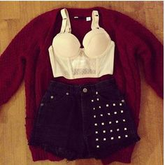 Corset, high waisted shorts, oversized cardigan.