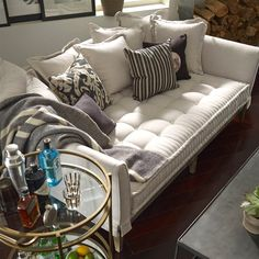 10 Amazing Tips: Upholstery Trends Sofas upholstery seat furniture.Upholstery For Beginners How To Make upholstery for beginners products.Upholstery Cleaning Home Remedies. Daybed Couch, Upholstered Daybed, Day Bed Sofa, Daybed Bedding, Bedroom Headboards, Cozy Couch, My Living Room, Living Room Furniture, Living Room Decor