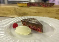 Chocolate and raspberry, it's a classic flavour combination and you'll be surprised at how easy this recipe is! No Bake Desserts, Delicious Desserts, Dessert Recipes, Yummy Food, Chocolate And Raspberry Tart, Raspberry Tarts, James Martin, Something Sweet, Chocolate Desserts