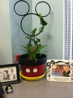 Cute Mickey Mouse planter - I think I can do this by the pic. Cute Mickey Mouse planter - I think I can do this by the pic. Mickey Craft, Mickey Mouse Crafts, Mickey Mouse Decorations, Diy Disney Decorations, Deco Disney, Disney Diy, Disney Crafts, Disney Stuff, Flower Pot Crafts