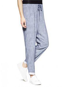 Παντελόνι relaxed fit από 100% βισκόζη με all over σχέδια. Λάστιχο στη μέση και κορδόνι, δύο τσέπες σε αμερικάνικο στυλ στο μπροστινό μέρος και με ρεβέρ. Benetton, Pretty Woman, Pajama Pants, Pajamas, Sweatpants, Fitness, Women, Fashion, Pjs