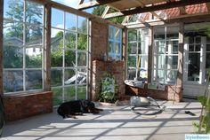 Vinterträdgård / Orangeri / Växthus - Hemma hos Boromir Aquaponics Greenhouse, Garden Studio, Outdoor Living Areas, Sunroom, Garden Pots, Landscape Design, Tiny House, Shed, Landscaping
