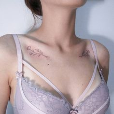 50 Stunning Collar Bone Tattoo Ideas To Make Your Summer Sexier - Page 35 of 50 - Chic Hostes. - 50 Stunning Collar Bone Tattoo Ideas To Make Your Summer Sexier – Page 35 of 50 – Chic Hostess - Girly Tattoos, Feminine Tattoos, Music Tattoos, Pretty Tattoos, Unique Tattoos, Small Tattoos, Tatoos, Form Tattoo, Shape Tattoo