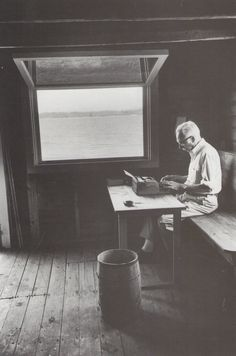 I really love the picture, and the ambiance..E.B. White, writer. | 40 Inspiring Workspaces Of The Famously Creative
