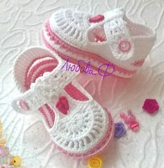 Just for inspiration Crochet Baby Boots, Crochet Baby Sandals, Booties Crochet, Crochet Baby Clothes, Crochet Shoes, Love Crochet, Crochet For Kids, Diy Crochet, Baby Booties