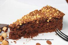 torta di ricotta, cioccolato e nocciole del piemonte alla cannella. Buonissima!