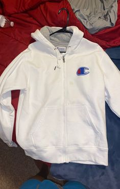 Nike Winter Jackets, New Designer Dresses, Crocs Shoes, Cool Outfits, Champion, Christmas Gifts, Outfit Ideas, Dreams, Money