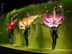 Window shop, shop till you drop Visual Merchandising Displays, Visual Display, Display Design, Store Design, Spring Window Display, Store Window Displays, Giant Paper Flowers, Window Design, Flower Wall