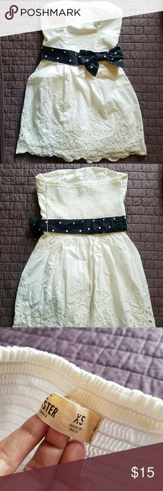 Hollister Strapless Eyelet Dress Super cute dress, only worn once. Perfect for spring and summer! Hollister Dresses Mini