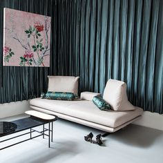16 travel-inspired interior schemes from around the globe Chic Living Room, Living Room Grey, Furniture Decor, Furniture Design, Curtains And Draperies, Curtain Styles, Sofa Styling, Ligne Roset, Room Colors