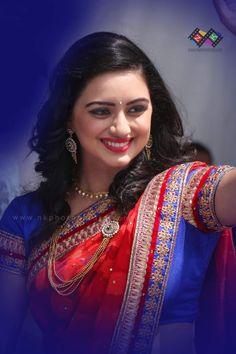 Sari, Girl Face, Indian Beauty, Hot Girls, Smile, Beautiful, Fashion, Saree, Moda