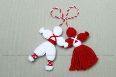 jpg Martenitsa, or Pijo and Penda, a Bulgarian tradition, celebrating the spring arrival.How do Pizho Penda?Don't Forget the Classics – Pizho and Penda; Little hanging yarn dolls Pinner wrote, my grandma actually used these as tassels on my baby Kids Crafts, Diy Home Crafts, Holiday Crafts, Christmas Crafts, Arts And Crafts, Christmas Ornaments, Christmas Tree, Pom Pom Crafts, Yarn Crafts
