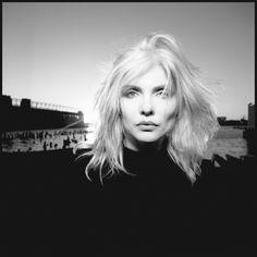 "by David Michael Kennedy / Debbie Harry ""Blondie"", NYC, 1985 Blondie Debbie Harry, Debbie Harry Hair, Debbie Harry Style, Robert Doisneau, Pont Des Arts Paris, Rock And Roll, Heavy Metal, Photo Star, Cypress Hill"