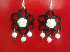 Simple tatted earings with agate beads