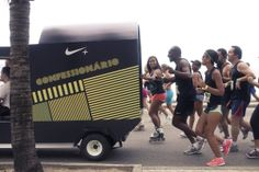 Peça: Confessionário Móvel Projeto: Nike Rio Corre 10k Cliente: Nike Ano: 2012 Agência: LiveAD