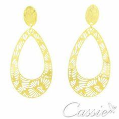 ✨ Bom dia!!!  Uma semana de luz!! ✨ Bora começar a semana com estilo!! Acesse a nossa loja e confira a nossa linha completa de semijoias folheadas com garantia.   www.cassie.com.br ╔═══════════════════╗  #Cassie #semijoias #acessórios #moda #fashion #estilo #inspiração #tendências #trends #prata #sãopaulo #love #pulseirismo #zirconias #folheado #dourado #berloques #charms #