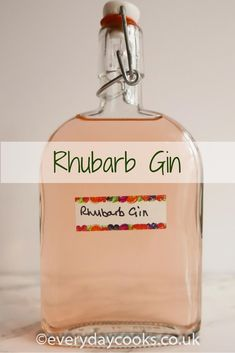 Rhubarb gin is easy to make. It tastes great on its own, or with tonic, and makes brilliant cocktails. Unlike sloe gin, it only takes a month to mature. The acidity of the rhubarb works well with gin and it isn't too sweet. Homemade Alcohol, Homemade Liquor, Homemade Slushies, Gin Recipes, Alcohol Drink Recipes, Gin Test, Cocktail Drinks, Alcoholic Drinks, Beverages