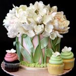 Tulip cake and cupcakes Gorgeous Cakes, Pretty Cakes, Amazing Cakes, Tulip Cake, Floral Cake, Peony Cake, Unique Cakes, Creative Cakes, Elegant Cakes
