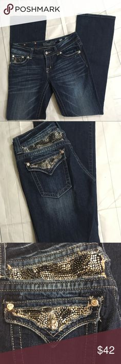 Miss Me boot cut jeans size 28 Miss Me boot cut jeans. Size 28. Plenty of bling. In gently used condition. Inseam of 33. Thanks for looking! Happy Poshing! 👗👡👖 Miss Me Jeans Boot Cut