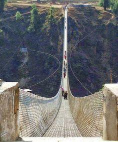 Spennende bro
