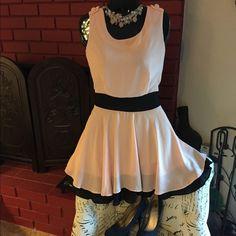 Short chiffon party dress,color block. Black/peach Teen-women chiffon color block slim dress. No belt but could be worn with belt, layered bottom. L- bust-88-92cm, waist-72cm, shoulder width-34cm, from shoulder to dress hem-83cm. Plain back with zipper to mid back. Light peach/pink Dresses Mini
