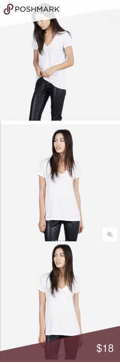 💕🆕Everlane Cotton Vneck T-shirt🎀 Model is 5′9″Wearing size S Relaxed fit Pre-shrunk Size up for more relaxed look 100% cotton Machine wash cold, tumble dry low Made in Ho Chi Minh City, Vietnam See the factory Questions about fit?Email fit@everlane.com Everlane Other