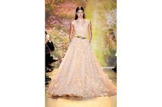 فستان طويل رائع باللون الشمّامي من زهير مراد Zuhair Murad