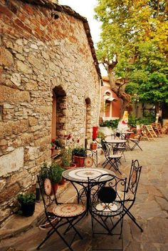 island of Ikaria ~ outdoor tables Greece Art & Architecture Beautiful Islands, Beautiful World, Beautiful Places, Mykonos, Ikaria Greece, Greek Islands Vacation, Places To Travel, Places To Visit, Outdoor Cafe