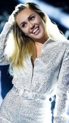 Demi Lovato, Hannah Miley, Miley Cyrus Outfit, Lgbt, Miley Stewart, Famous Women, Famous People, Film Big, Hannah Montana