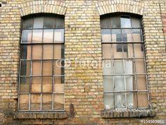 Fabrikfenster eines Lagergebäudes in der alten Heyne Fabrik in Offenbach am Main in Hessen