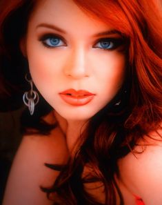 Best Eyeshadow For Blue Eyes and Red Hair