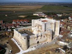 Castillo de Fuentes de Valdepero (Palencia) siglo XV