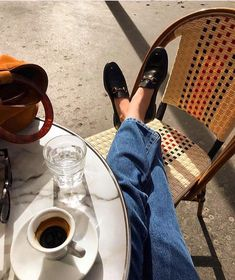 10 Fashion Trends for Summer 2019 Parisian Style - Click the pic for more inspo from Paris Fashion Design Inspiration, Style Inspiration, Parisian Style Fashion, Easy Style, Style Parisienne, Foto Casual, Perfect Day, Oui Oui, Foto Pose