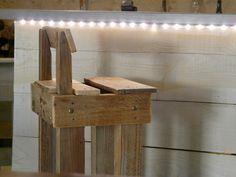 tabouret haut pour comptoir en planche de palettes cr ations palettes pinterest. Black Bedroom Furniture Sets. Home Design Ideas