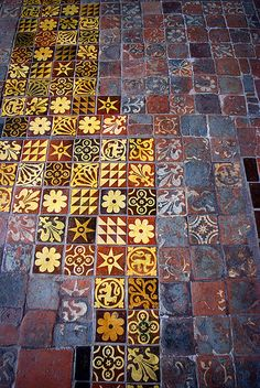 WINCHESTER CATHEDRAL - MEDIEVAL FLOOR TILES / OLD AND NEW - THINK OF ALL THE ROYAL SHOES THAT WALKED ALONG THE TILES ON THE RIGHT.