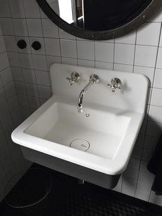 Portraits of Life - Industrial Loft New DuPont™ Corian® Bathroom Collection Vintage Bathroom Sinks, Bathroom Basin, Chic Bathrooms, Laundry In Bathroom, Small Bathroom, Bathroom Ideas, Design Bathroom, Corian Dupont, Lavabo Vintage
