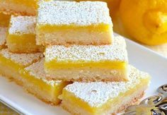 These Classic Lemon Bars feature an easy homemade shortbread crust with a sweet and tangy lemon filling. This is the BEST lemon bar recipe, easy to make, and perfect for lemon lovers! Lemon Dessert Recipes, Easy Desserts, Gourmet Recipes, Healthy Recipes, Easy Recipes, Health Desserts, Summer Desserts, Delicious Desserts, Dessert Simple