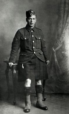 +~+~ Antique Photograph ~+~+ Young man ~ World War l Mans World, World War I, Vintage Photographs, Vintage Photos, Military Cards, Men In Kilts, Highlanders, Portraits, End Of Life