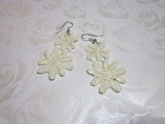HoT Jewellery - Off-white lace earrings Handmade Jewelry, Unique Jewelry, Handmade Gifts, Lace Earrings, Cream Flowers, Heart Jewelry, White Lace, Jewellery, Trending Outfits