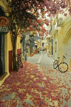 Crete, Greece / streets and passages / www.thebeautyoftravel.com