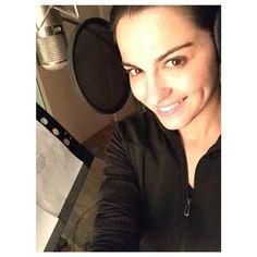 """Maite Perroni interpretará la canción principal de la telenovela que protagonizará este mes, 'Antes muerta que Lichita' (Univision) que se llama 'Si alguna vez', según  adelantó la misma actriz en entrevista con Televisa Espectáculos. Maite también compartió una imagen en su cuenta de Instagram desde el estudio de grabación y escribió: """"¡Lichitoooooos aquí estamos en el estudio grabando el tema de @amqlichita! A todo lo que da..."""