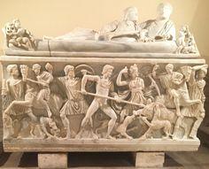 Een typisch Romeinse graftombe. Romeinse graftombes zijn vaak overdreven veel versiert. De tombes zijn meestal voor het rijke volk bestemt.
