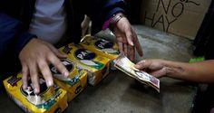 ¡HACIENDO MAGIA! Vivir sin dinero en Venezuela: El efectivo no aparece y los bolívares cada vez valen menos