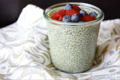 Chia pudding is a great way to start the day! You can do all the prep for this Matcha & Mint Chia Smoothie the night before, so it's ready t go first thing! A great recipe from Raw Dessert Recipes, Raw Desserts, Raw Vegan Recipes, Healthy Desserts, Paleo, Vegan Food, Healthy Foods, Yummy Snacks, Yummy Treats